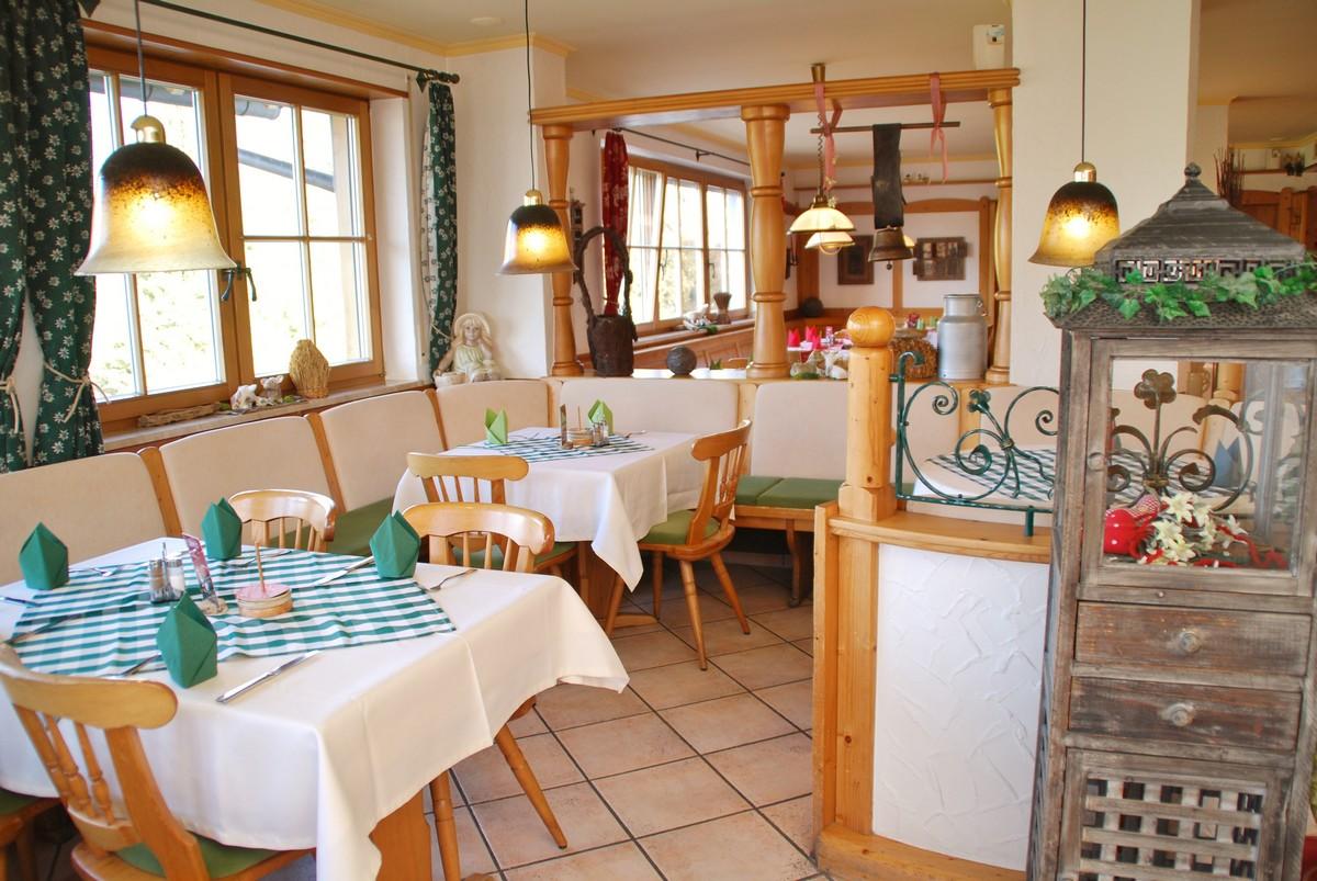 Gasthof Bayrischer Hof: Gedeckter Tisch im Restaurant