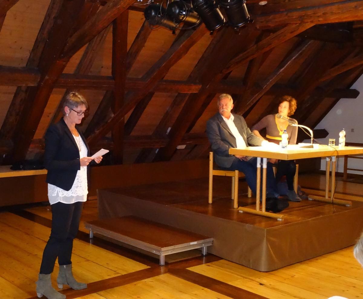 Bürgermeisterin Christina Schnitzler bei der Begrüßung (273 KB)