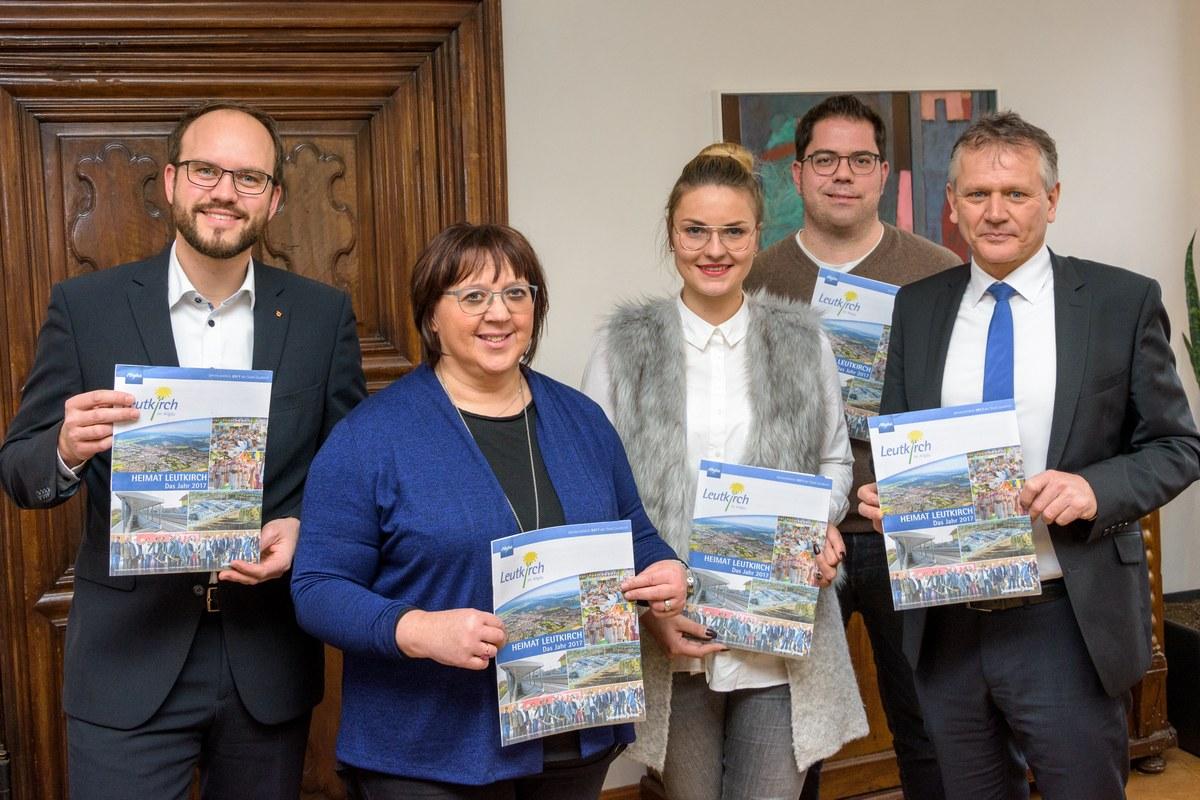 """Die Pressestelle der Stadt Leutkirch hat gemeinsam mit der Schwäbischen Zeitung """"Heimat Leutkirch"""" herausgebracht."""