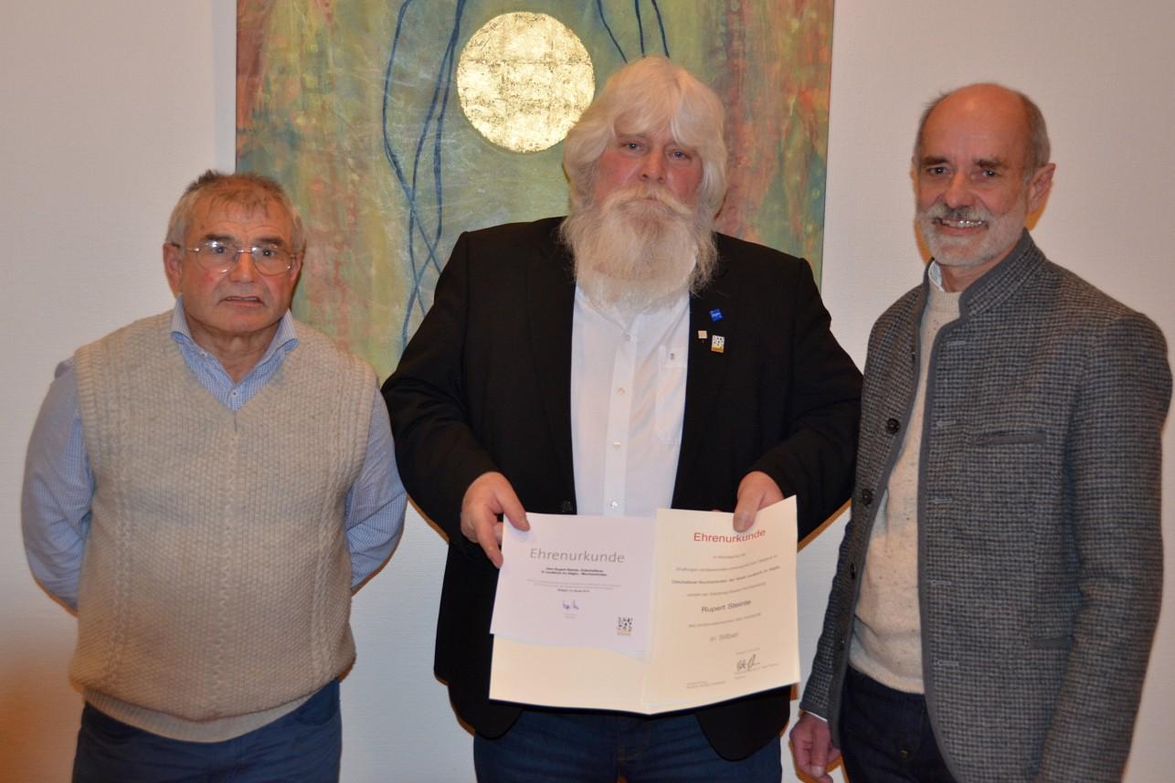 Hans-Peter Riether und Rupert Steinle wurden von OV Gerhard Hutter geehrt (von links)