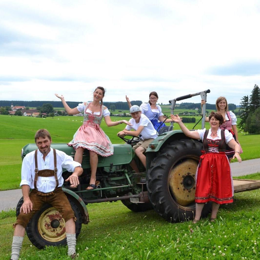 Familie Badstuber vom Ferienhof Badstuber in Wuchzenhofen