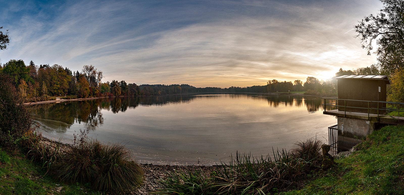 Der Leutkircher Stadtweiher im Herbst. (Foto: Tom Haider)