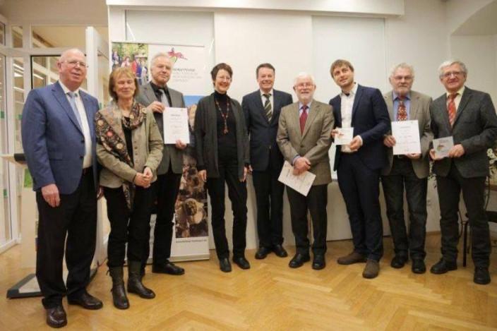 Regierungspräsident Klaus Tappeser gratulierte den Museen zur Auszeichnung; Quelle: RP Tübingen