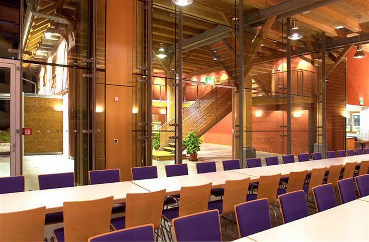 Hans-Multscher-Haus Blick vom Saal ins Foyer