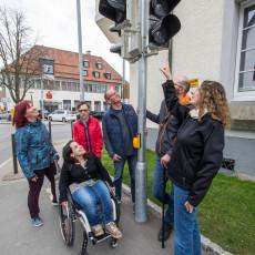 Akustische Signale an Ampeln informieren die Fußgänger über das Ampelsignal.