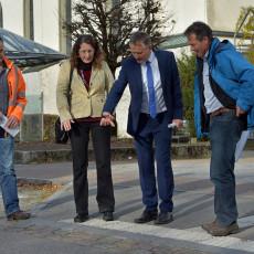 Begutachtung der Randsteinabsenkungen mit Oberbürgermeister Henle und dem Tiefbauamt.