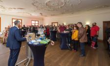 Oberbürgermeister Hans-Jörg Henle begrüßt die zahlreichen Neu-Leutkircher im Schwörsaal.