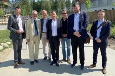 (von links) Dr. Erwin Lohner, Klaus Tappeser, Christoph Muth, OB Hans-Jörg Henle, Projektleiter Dim Hemeltjen und zwei Vertreter des bayerischen Wirtschaftsministeriums.