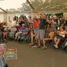 Auftritt beim Sommerfest im Haus Katharina mit dem Aitracher Gospelchor: Sing mer zamm