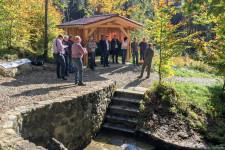 """Neben einer neuen Schutzhütte wurden bei """"Siebenbrünnen"""" auch der Platz umgestaltet und neue Bänke aufgestellt."""