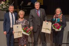 Die neuen Leutkircher Ehrenbürger Hedwig Seidel-Lerch und Wolfgang Wild, eingerahmt von OB Hans-Jörg Henle und Maria Wild.