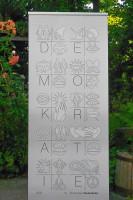 """Die Kunstschule Sauterleute hat das Demokratie-Banner entworfen. Es soll als eine Art Staffelstab bei der Aktionsreihe """"Wert-Vorstellung"""" genutzt werden. Foto: Elisabeth Sauterleute"""