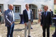 (v.l.) Bernhard Göser, Raymund Praschak und Dr. Manfred Schraag werden offiziell in den Ruhestand verabschiedet, Foto: Simon Nill, SZ