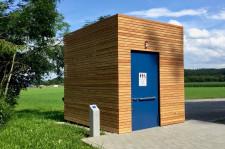 Neues Toilettenhäuschen am Fuße des Winterbergs