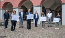 Netze BW Geschäftsführer Steffen Ringwald überreichte Schecks in Gesamthöhe von 4.737 Euro an Leutkircher Kindertageseinrichtungen.