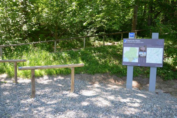 Infotafel zur Radrunde Allgäu am Stadtweiher (unterhalb Kneippbad)