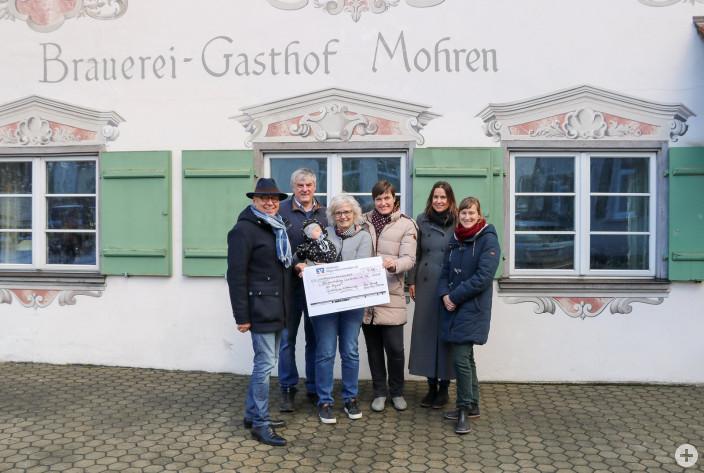 Übergabe der Spende (Foto: SZ, Gisela Sgier)