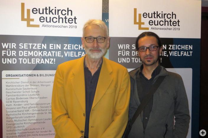 """Regisseur Peter Ohlendorf und Norbert Kelpp von """"Allgäu rechtsaussen"""" nach dem Publikumsgespräch im Leutkircher Centraltheater."""