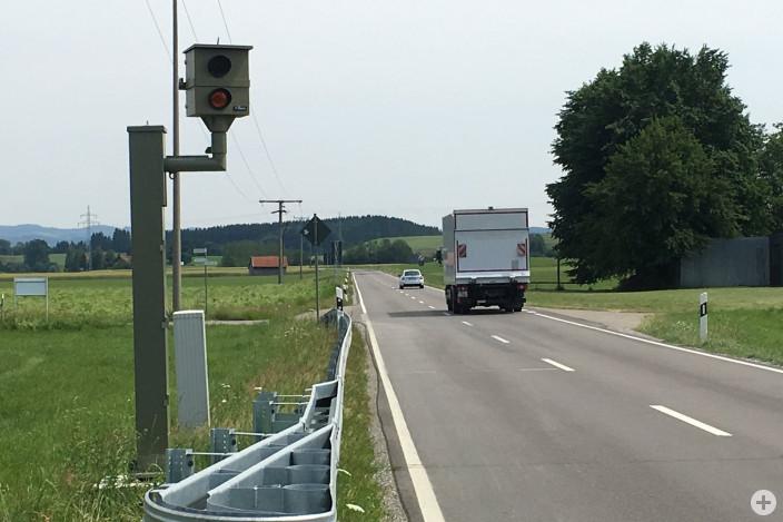 Eine neue stationäre Geschwindigkeitsmessanlage an der L 319 bei Herlazhofen ist vor kurzem in Betrieb gegangen.