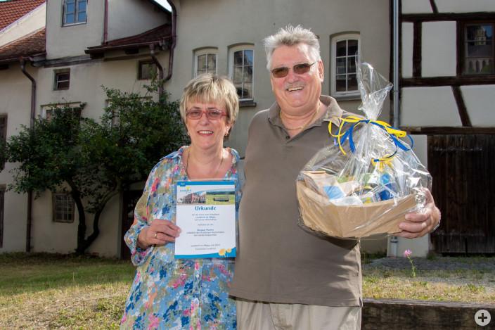 Das Ehepaar Beate und Horst Plachta wurden für 10 Jahre Treue belohnt.