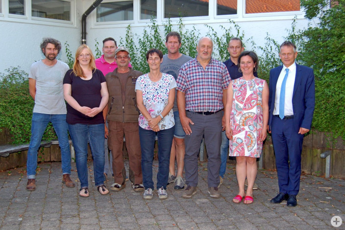 Der neue Ortschaftsrat Diepoldshofen mit neuem und altem Ortsvorsteher Josef Mahler (vierter von rechts) und OB Hans-Jörg Henle (rechts).