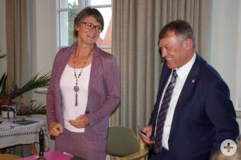 Bürgermeisterin Christina Schnitzler und Ortsvorsteher Alois Peter.