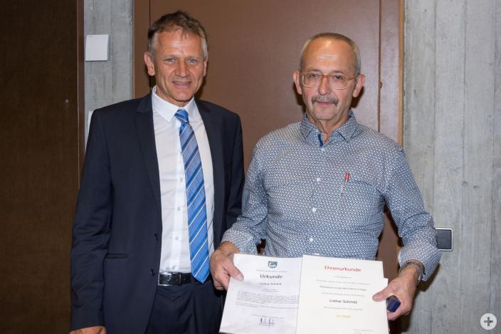 Oberbürgermeister Hans-Hörg Henle ehrt und verabschiedet Ortsvorsteher Lothar Schmid