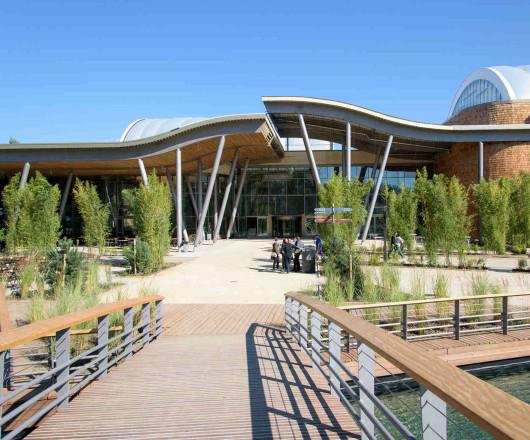 Außenansicht Market Dome Center Parcs Park Allgäu