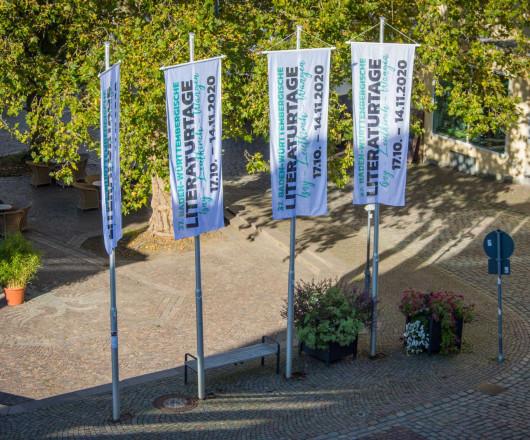 Fahnen Literaturtage am Leutkircher Marktplatz