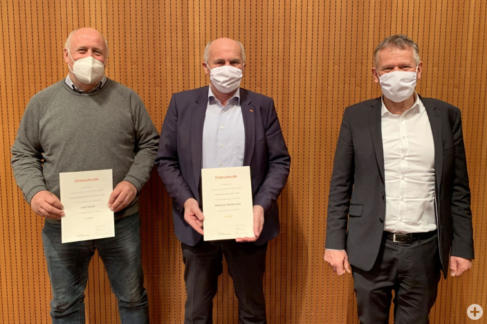 Ortsvorsteher Josef Mahler und Stadtrat Waldemar Westermayer wurden von OB Hans-Jörg Henle geehrt (von links).