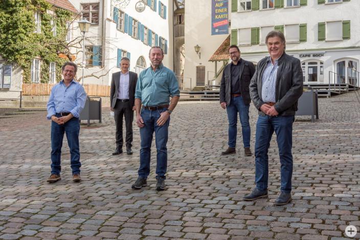 (v.l.): Martin Wagegg, Oberbürgermeister Hans-Jörg Henle, Alois Miller, Personalratsvorsitzender Oliver Keller und Alfred Wagner.