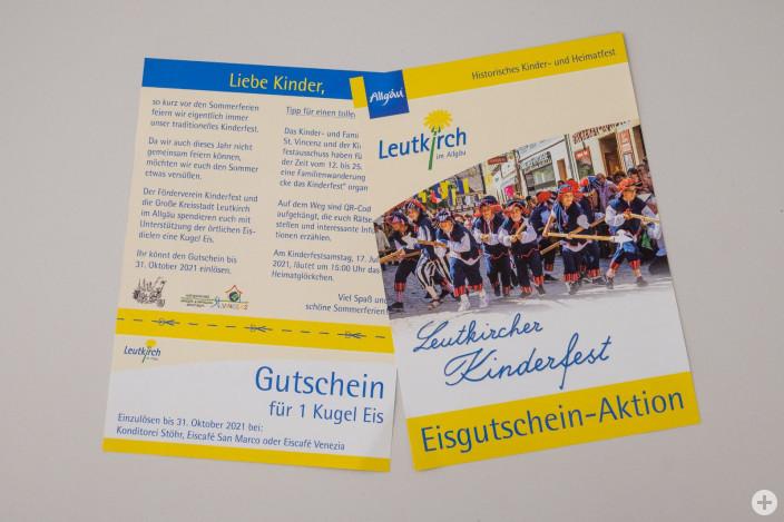 Jedes Kind, dass in eine Leutkircher Schule oder Kindertageseinrichtung geht, hat einen Eis-Gutschein erhalten.