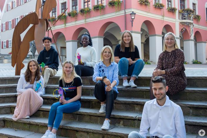 Azubi-Kennenlerntag: Die neuen Auszubildenden (links), gemeinsam mit den Azubis des zweiten und dritten Lehrjahres (rechts) sowie Jugend- und Auszubildendenvertreterin Judith Badstuber (hinten rechts).